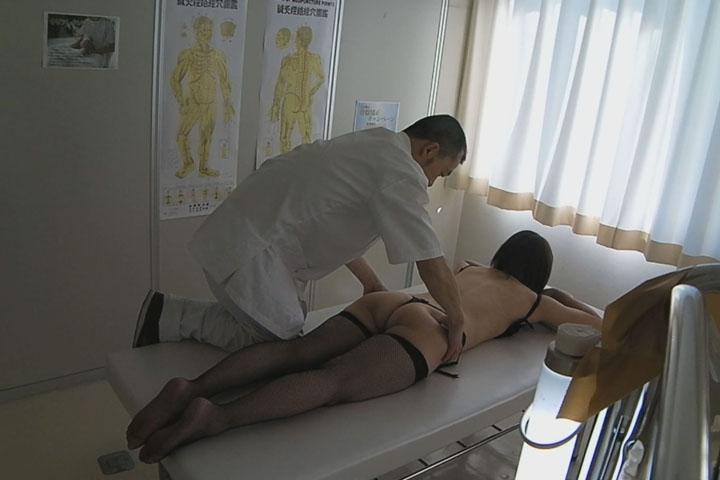 栗山香純38歳③ 巨チンvs素人妻 「もう、やめてあげて 人妻107