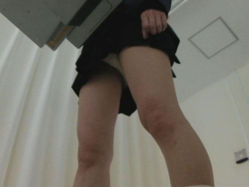 眼科医師検眼女子校生パンチラ盗撮3