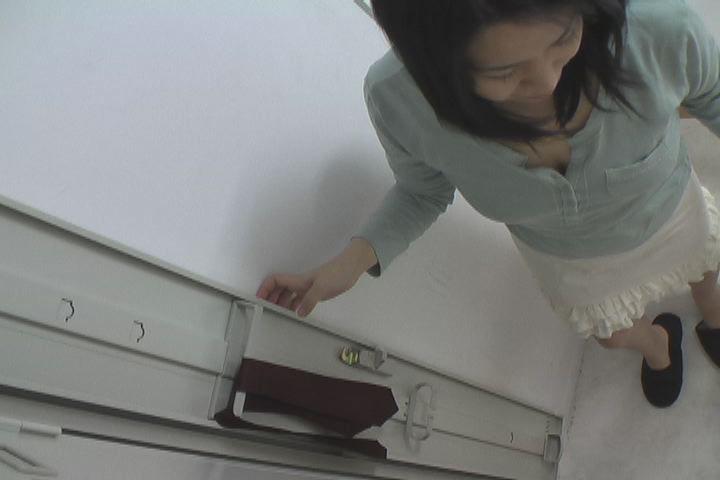 Yクルトレディー 更衣室で繰り広げられる生着替えとオナニー盗撮2 9