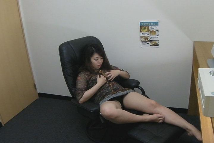 美人茶髪ギャルがライブチャットで鬱憤ばらしをしたいらしい・・