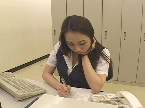 熟女オフィスレディー三角パンチラ盗撮2