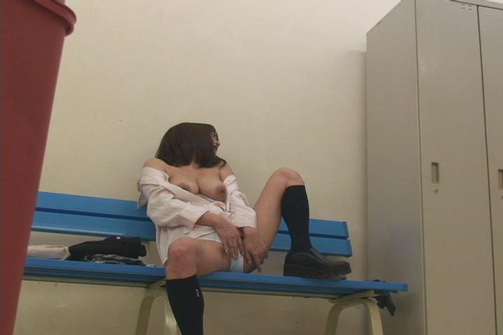 Yクルトレディー更衣室で繰り広げられる生着替えとオナニー盗撮 4 9