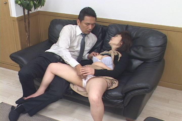 【コスプレ】捕らわれた金髪美女にお仕置きイマラ〇オ顔射&立ちバック!8分