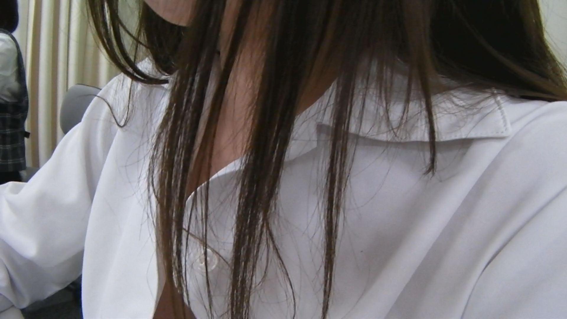 生着替え中に見える勃起乳首がエロい!w