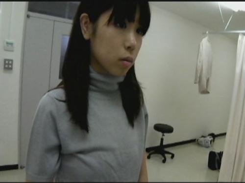 メガネ屋さんの店員が検眼中にこっそり逆さ撮りしたお客さんのパンモロ映像 2