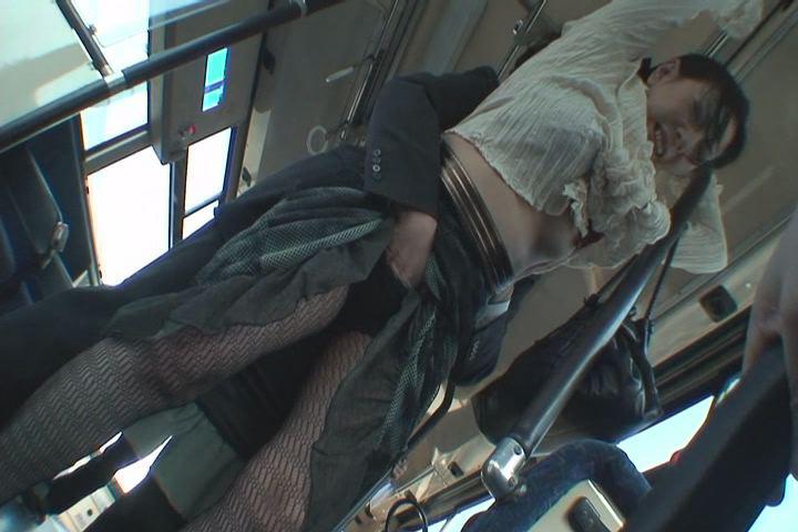若妻痴漢バス盗撮3 2